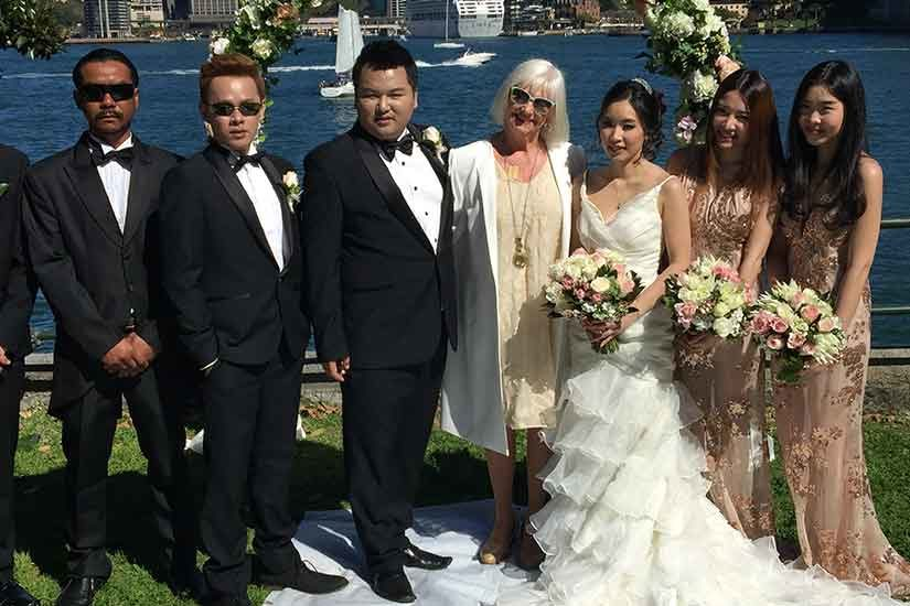 wedding-party-in-front-of-harbour