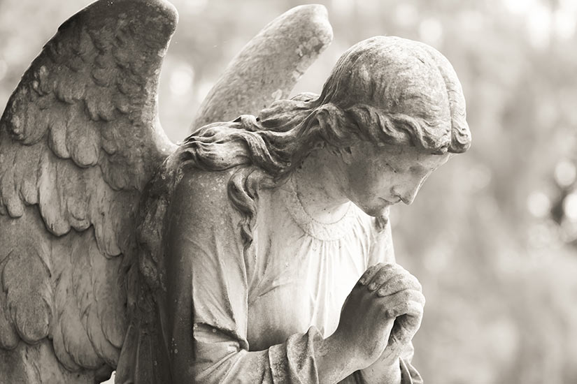 stone-angel-praying